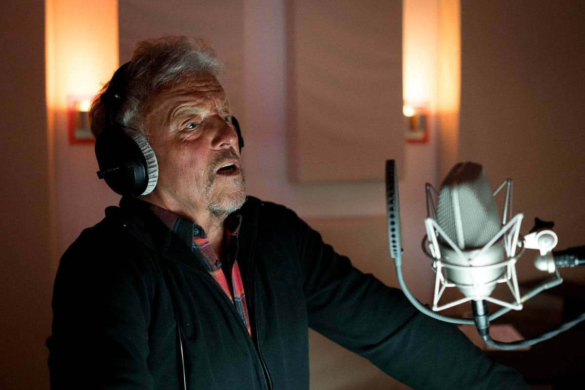 Voice-over artist during the dubbing of the Image film