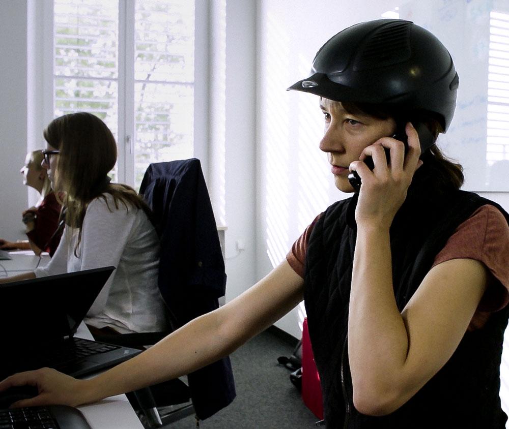 Tradebyte Recruting Film - Employee on the phone